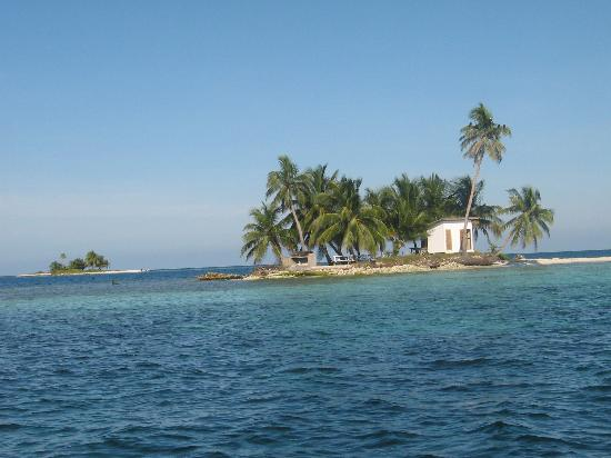 Seaspray Hotel: At the Silk Cayes, just a quick boat ride from Placencia