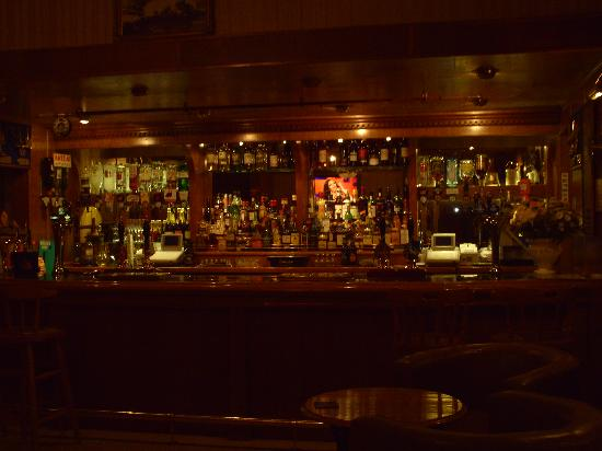 "The Pier Hotel: A cozy little pub ""Great Drinks & A Great Time"""