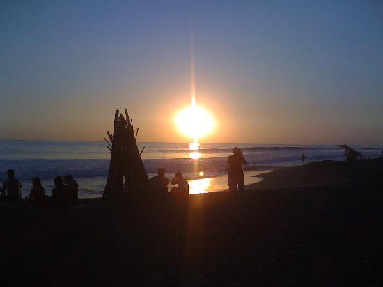 Vista Guapa Surf Camp: Sunset in Hermosa