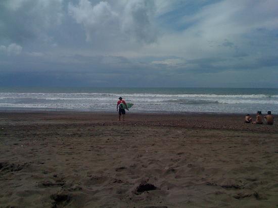 Vista Guapa Surf Camp: Alvaro getting ready to compete in the Central American Championships