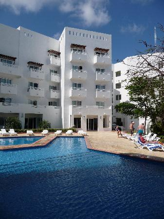 Holiday Inn Cancun Arenas: Erster Pool