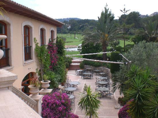 Sheraton Mallorca Arabella Golf Hotel: Terrasse mit Blick auf die 18