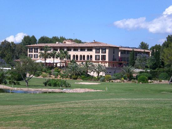 Sheraton Mallorca Arabella Golf Hotel: Blick auf das Hotel