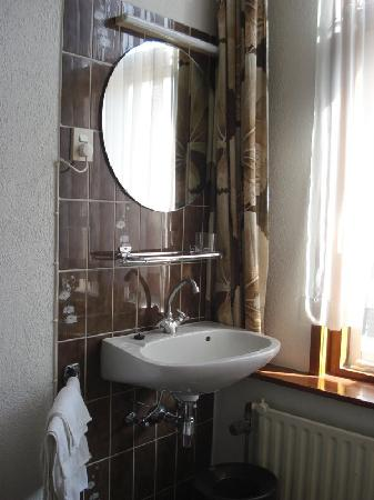 New City Hotel Scheveningen: 1960's Decor - but where's the soap?