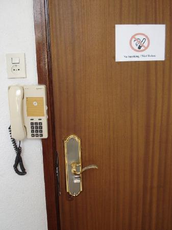 Hotel City: Telephone - but no instructions on even an emergency call