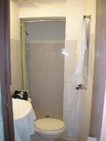 Hospedaje Casco Viejo: salle de bain et wc rez de chaussée