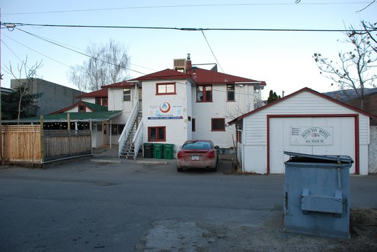 Hostelling International - Penticton: backside