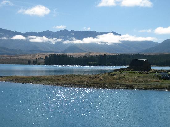 Lake Tekapo Holiday Homes: Down at the lake