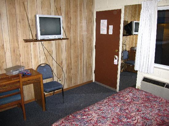 Bristlecone Manor Motel: Door and entry