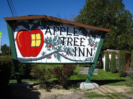 Apple Tree Inn: Motel Sign