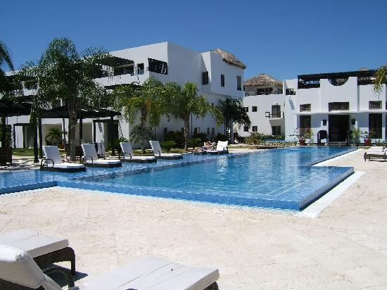 Las Terrazas Resort: The crowd at the pool