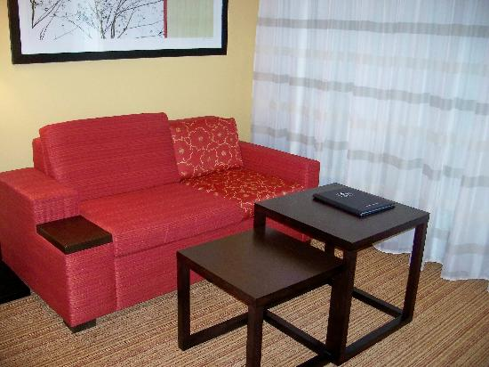 Courtyard By Marriott: Sitting Area