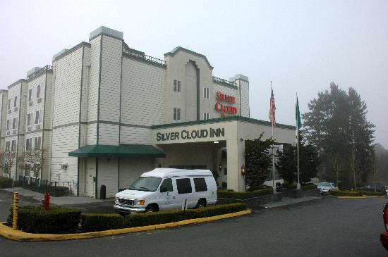 Silver Cloud Inn Redmond: Main Entrance