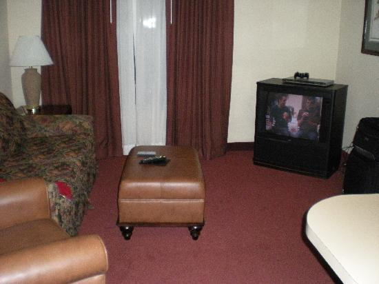 Homewood Suites by Hilton Nashville Brentwood : Living room in King Suite - note the old TV