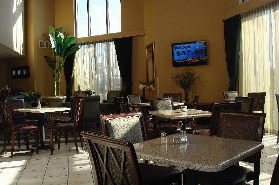 Holiday Inn Express Harrisonburg : dining area