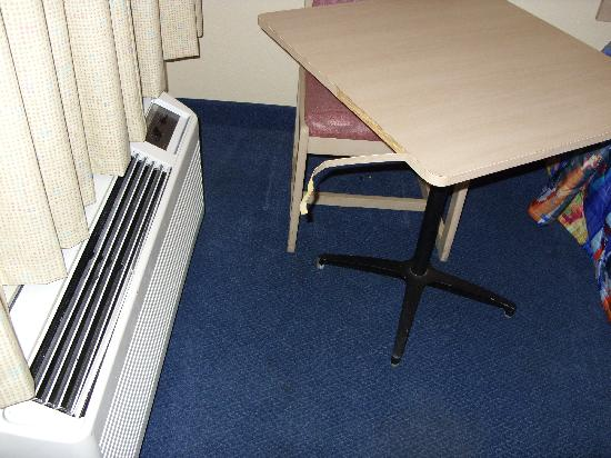 Motel 6 Florence: Table