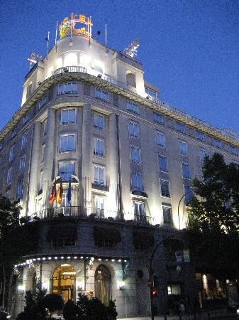 Wellington Hotel at night