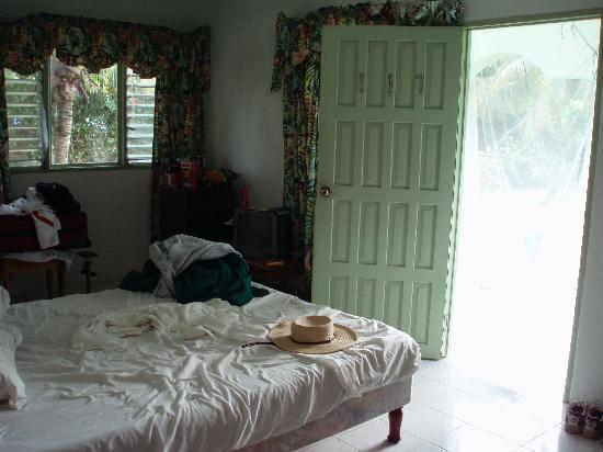 Hidden Paradise Resort Hotel: Inside room #117