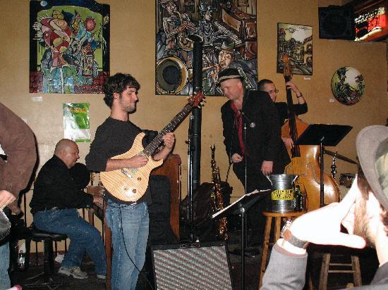 Frenchmen Street : jazz band