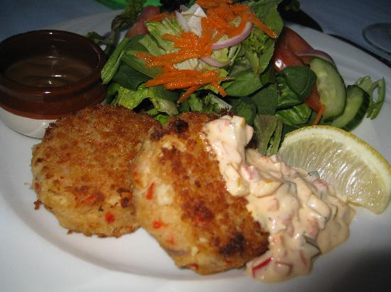 Tin Fish Dining Room: special: crab cake and house salad
