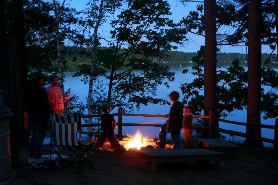 Black Bear Lodge: smores at campfire - black brear lodge