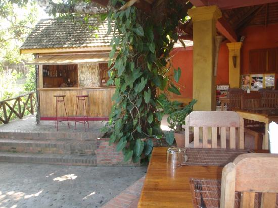 Nam Khan Villas Resort: Bar