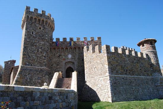 Castello di Amorosa : exterior