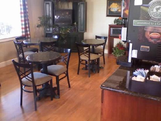 BEST WESTERN Cedar Inn & Suites: Breakfast room