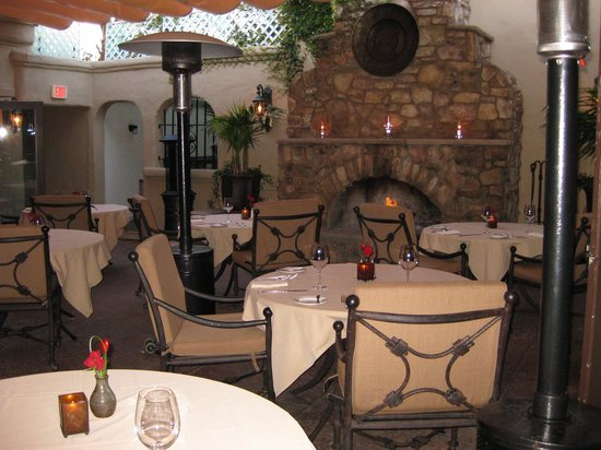 Delicias Restaurant: Delicias courtyard is perfect for romantic dining by the fireplace.