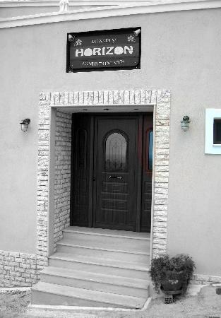 Horizon Hotel: Horizon Apts Front Door
