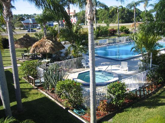 Warm Mineral Springs Motel: clean bedding & towels every day