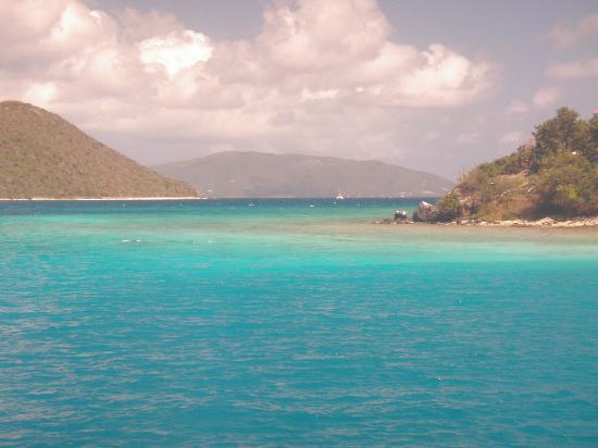 Pusser's Marina Cay Hotel and Restaurant: Marina Cay toward Scrub Island