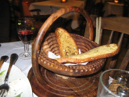 Romios Restaurant: Bread basket