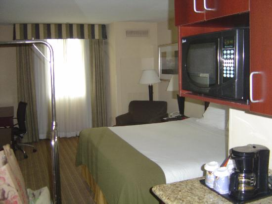 Holiday Inn Express Hotel & Suites Fresno (River Park) Hwy 41 : King Room