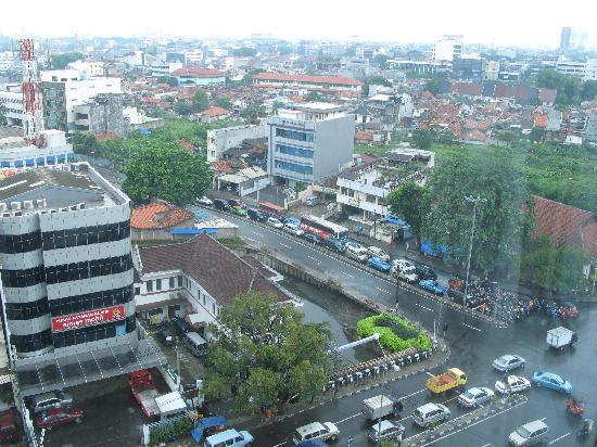 Millennium Hotel Sirih Jakarta : The area of the hotel - view from the room