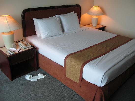 Millennium Hotel Sirih Jakarta : The Bed