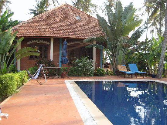 Cassia Cottage: The pool