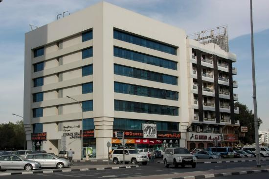 Residence Deira: The hotel from the outside.