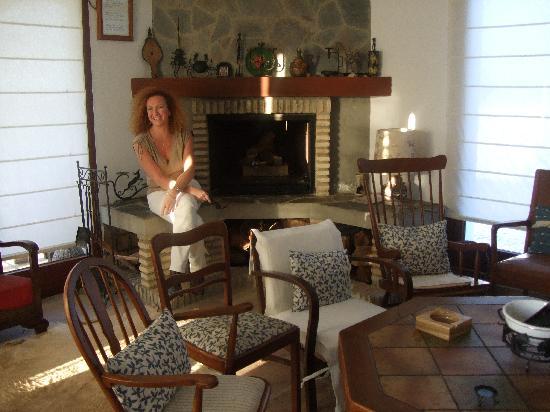 Hacienda El Tesorillo 2: Very comfortable TV room and library