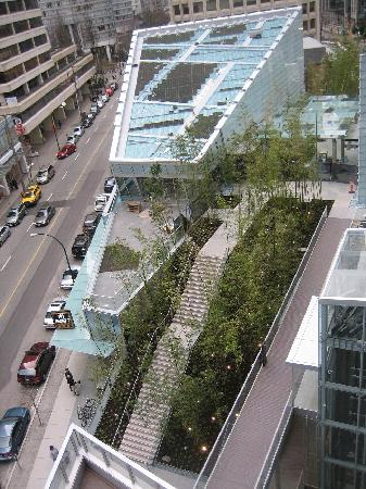 Shangri-La Hotel, Vancouver: View of the hotel complex and the 'green roof'
