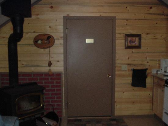 Mounthaven Resort: Stove inside cabin
