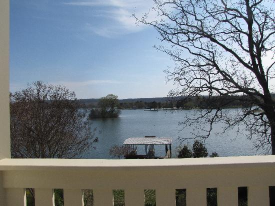 Lookout Point Lakeside Inn: View from our balcony