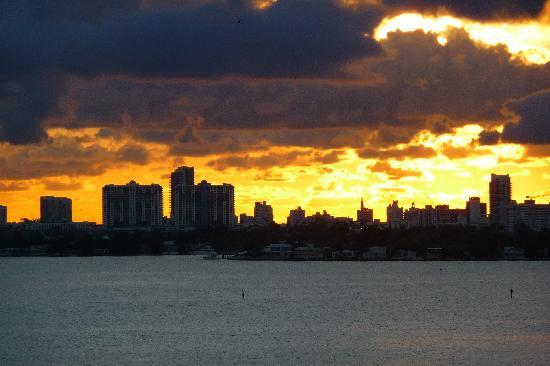 Opera Suites & Marina: Sunrise of Miami Beach