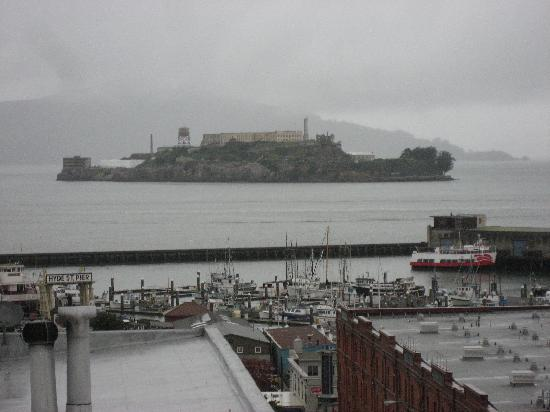 Suites at Fisherman's Wharf: View of Alcatraz from rooftop deck