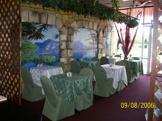 Cedar's Cafe: the view is on the wall
