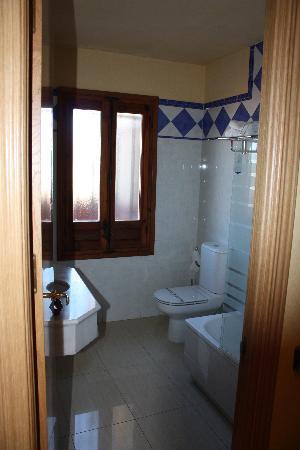 Hotel Sol: Bathroom