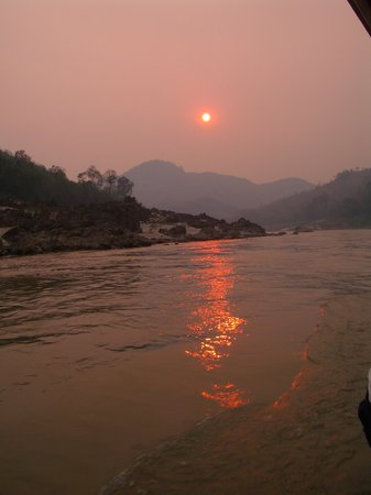 Λάος: sunset on mekong