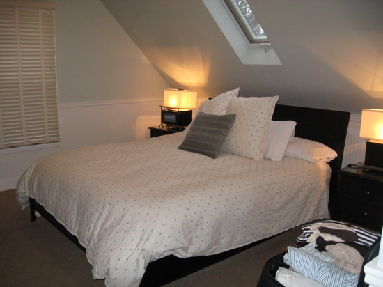 Pelton Guest House: Cozy upstairs bedroom