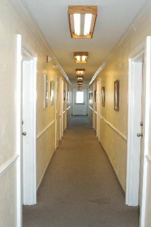 Dockside Hotel: Hallway