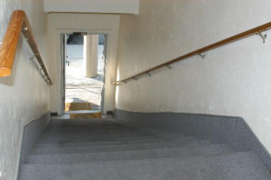 Dockside Hotel: Stairwell